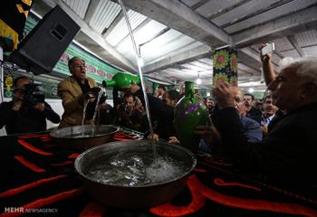 آیین سنتی طشتگذاری در مسجد اعظم اردبیل برگزار شد